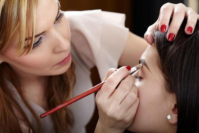 Вот макияж, который идет ВСЕМ женщинам. А вы делаете его?