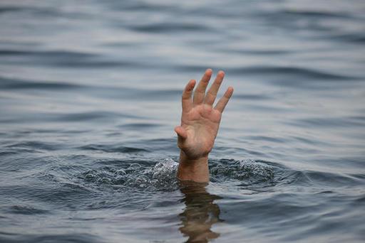 Тонущего мужчину спас мальчик, вытащенный из воды его женой 9 лет назад… Эти 5 реальных историй доказывают, что Карма действительно существует!
