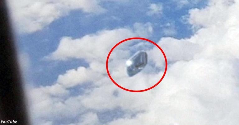 Я наслаждался полетом, пока не выглянул в окно и не увидел НЛО. И записал его на видео!