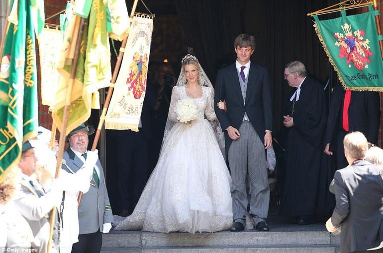 Немецкий принц женился на русской девушке. Вы должны увидеть фото этой сказки!