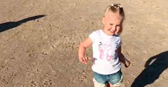 Дочь Галкина и Пугачевой безупречно продефилировала на пляже в Юрмале