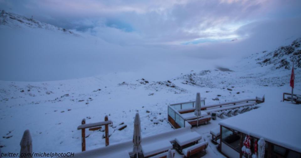 После адской жары Швейцарию вдруг завалило снегом. Вот фото!