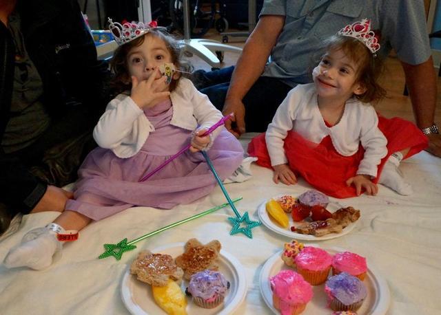 В жизни сиамских близняшек настали большие перемены, вселяющие надежду на новое будущее