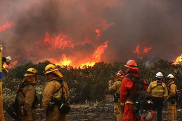 Пока ураганы уничтожают юг Америки, пожары сжигают всю Калифорнию