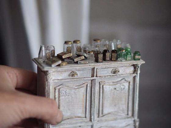 Мать двоих детей встаёт в 4 утра, чтобы делать мебель для кукольных домиков