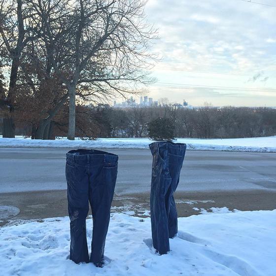 В мире сейчас так холодно, что даже призраки стали носить штаны!