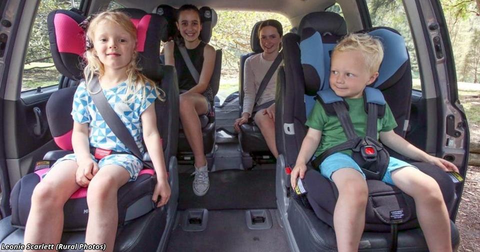 Спорим, вы не знаете, до какого возраста вашему ребёнку необходимо автокресло?