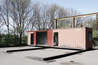 Они смогли построить дом своей мечты, используя всего 3 старых контейнера!