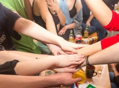 Дочь донора спермы нашла 40 братьев и сестер! И встретилась с ними со всеми