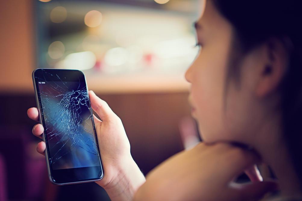 6 вещей, которые нам надо перестать делать со своими телефонами