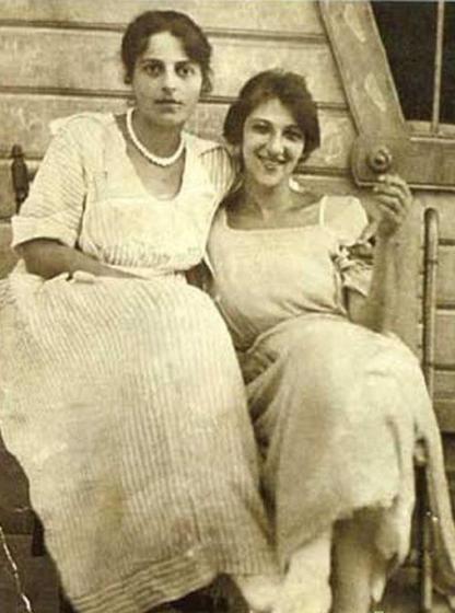 Однажды к Фаине Раневской приехала из Парижа сестра. От СССР она была в шоке...