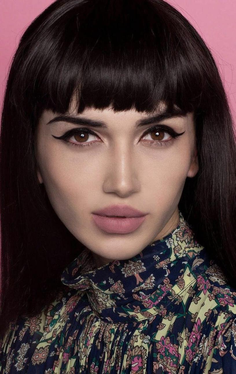 Простой казахский парень дошёл до финала женского конкурса красоты. Он лишь переоделся и накрасился, а никто и не заметил