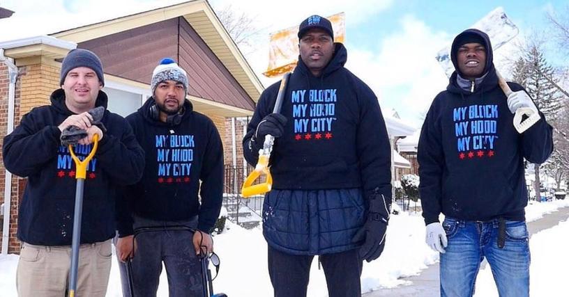 Мужчина хотел помочь пожилым людям и расчистить снег, позвав десятерых добровольцев с помощью Твиттера. Но пришедших оказалось гораааздо больше