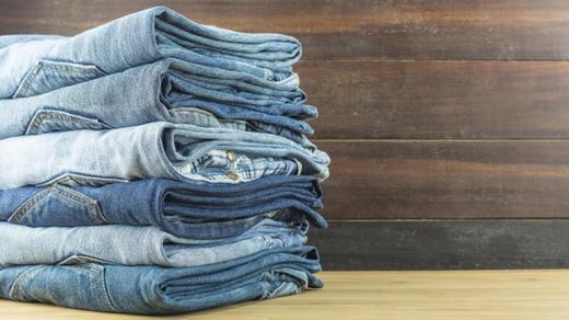 После определенного возраста джинсы лучше не носить! Вот почему