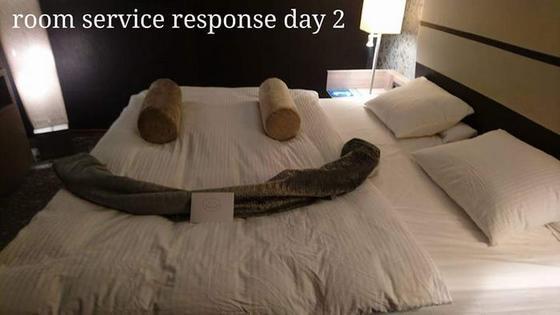 Мужик в отеле решил пошутить над горничной. А потом нашел ее ответ на кровати...