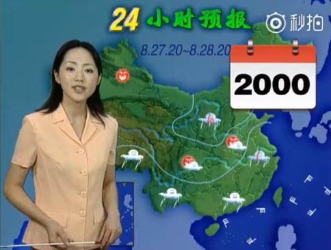 Китайская ведущая прогноза погоды работает уже 22 года, но только недавно руководство канала и зрители отметили одну деталь