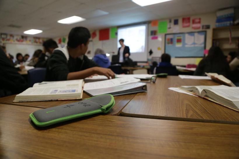 Вот как детей вылечили от ″телефонной зависимости″ - в одной-единственной школе...
