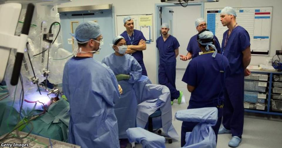 500 канадских врачей требуют НЕ поднимать им зарплату: ″Мы и так получаем слишком много″.