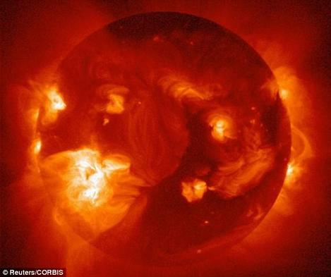 Мощная вспышка на Солнце ЗАВТРА дойдет до Земли! Вот что будет со всеми нами