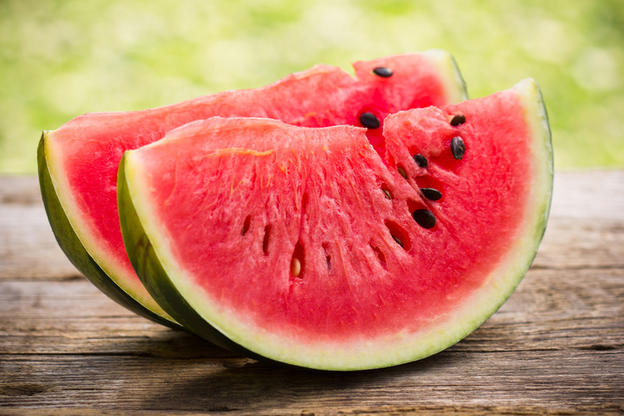 16 продуктов, которые нужны, чтобы вывести из организма лишнюю воду
