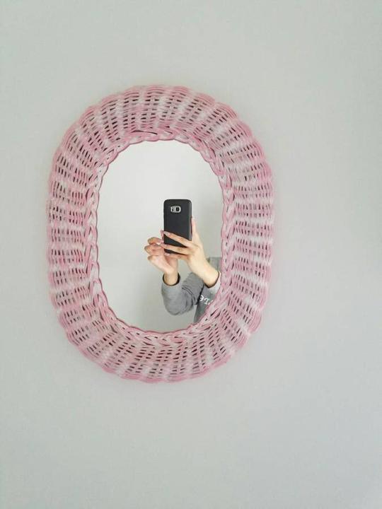 Пользователи интернета нашли новое развлечение: теперь они рассматривают фотографии из объявлений о продаже зеркал. И вы бы видели, как люди стараются не попасть в кадр