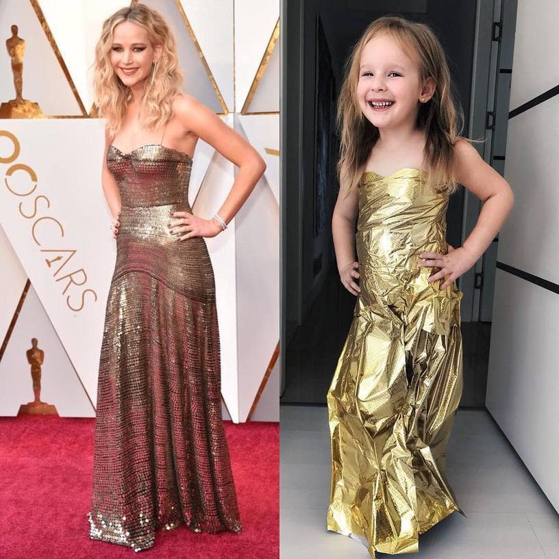 Девочка мастерски пародирует звёзд, надевая платья, сделанные из подручных материалов