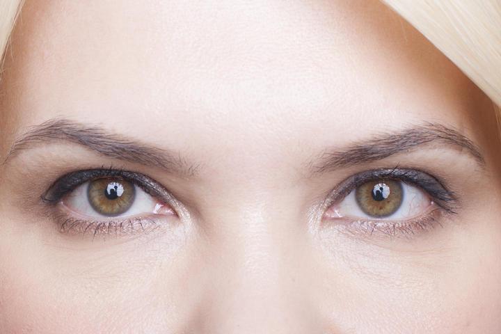 Десяток лет долой: 5 важных приёмов макияжа и причесок, которые омолаживают