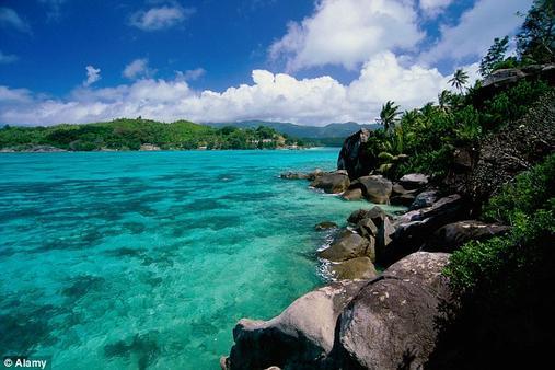 Он купил себе остров за USD10 000. И сделал из него подлинный рай! Робинзон наших дней.