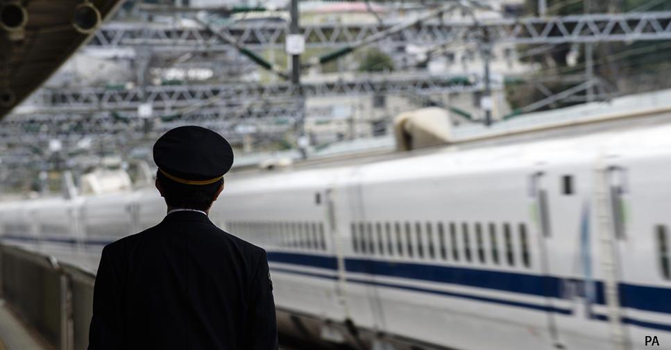 Поезд в Японии уехал со станции на 25 секунд раньше. Вот что сделали с машинистом ″Этому нет оправданий″,   сказали они.