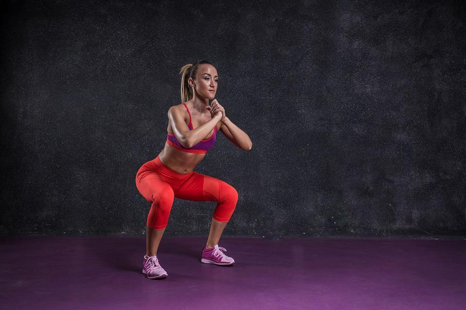 Вот 7 упражнений, которых достаточно, чтобы всегда быть в тонусе Качаться можно и дома.