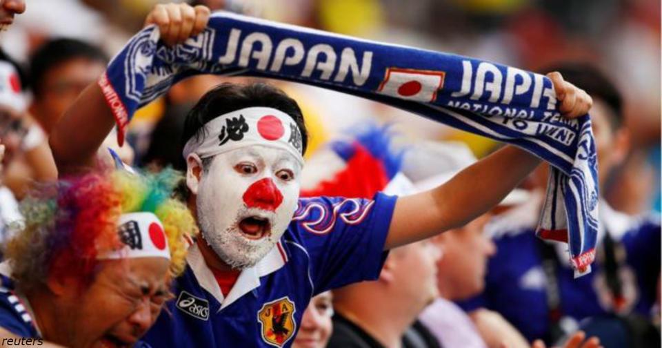 Японские фанаты впечатлили мир: убрали за собой на стадионе! Особенная нация.