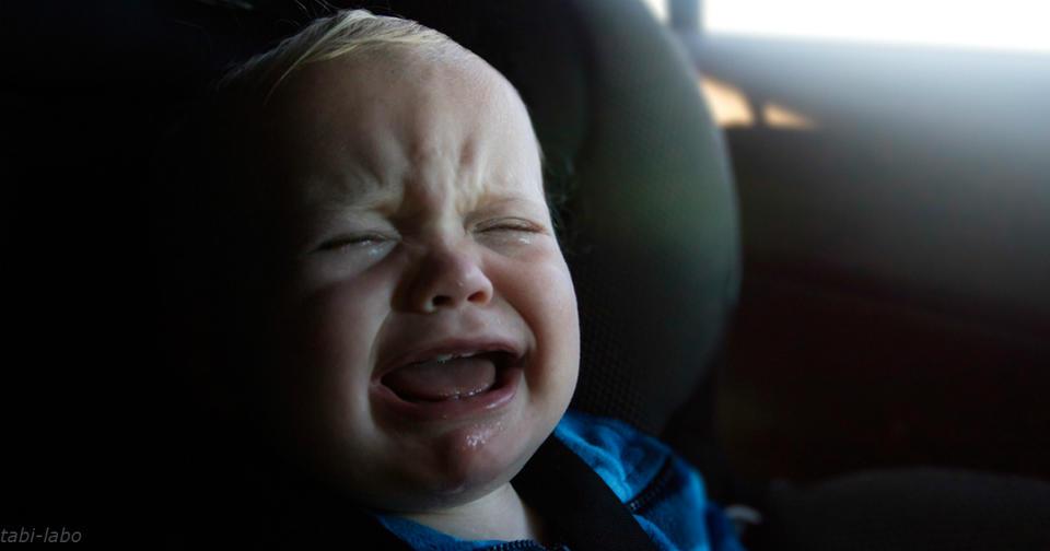Никогда, никогда не оставляйте в машине своего ребенка! Опасно даже на 5 минут... Или хотя бы научите их открывать машину снаружи.