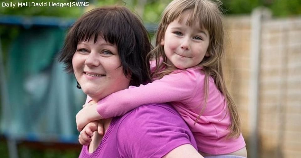 Она будет кормить дочь грудью до 10 лет. Причина заставит вас задуматься!.. Это вызвало много бурных обсуждений.