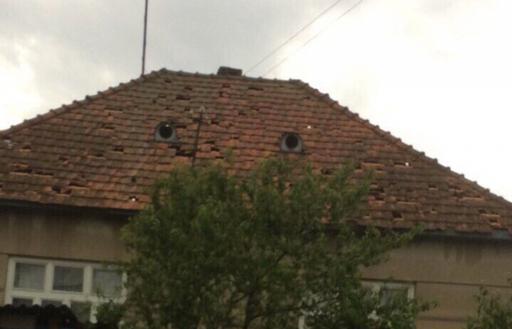 Град на Закарпатье раскрошил автомобили и крыши 182 домов! Вот фото Вот такое суровое лето...