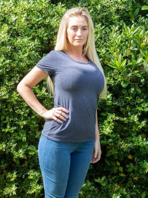 У нее грудь 8-го размера - и она уже 12 лет пытается ее уменьшить! Но против врачи... Когда красота в тягость.