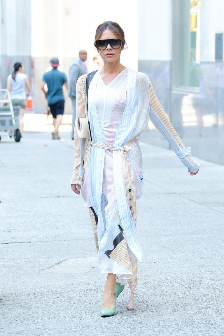 Вот почему во всем мире стало модно ходить без лифчика Вы - за? Или это слишком?