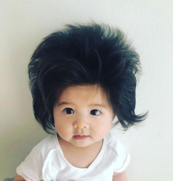 Этой девочке только 6 месяцев, но ее шевелюра - это нечто! Вот это да!