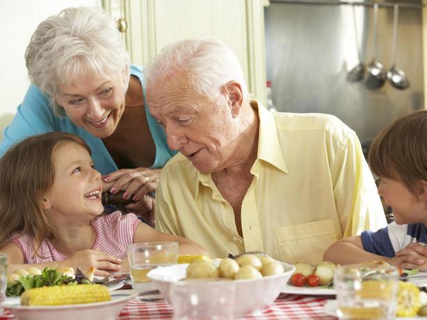 Всем бабушкам и дедушкам: Мы не смогли бы сделать это без вас. Спасибо! Мы любим вас. Мы благодарны за вас Богу.