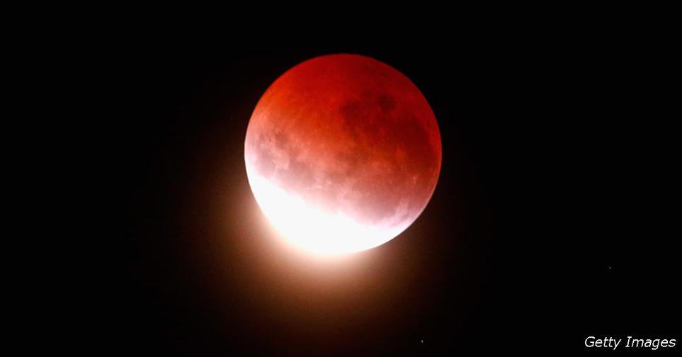 В конце июля будет редкое лунное затмение! И оно выведет наружу все ваши страхи Каждый знак Зодиака   в опасности.