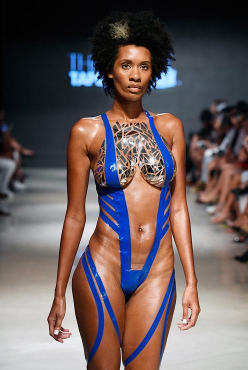 Изолента вместо ткани: в моду входят купальники, на которые стыдно смотреть Обмотались и пошли.