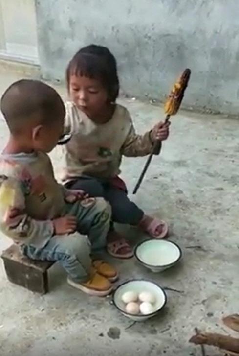 Маленькая девочка с братом занемались сексом видео