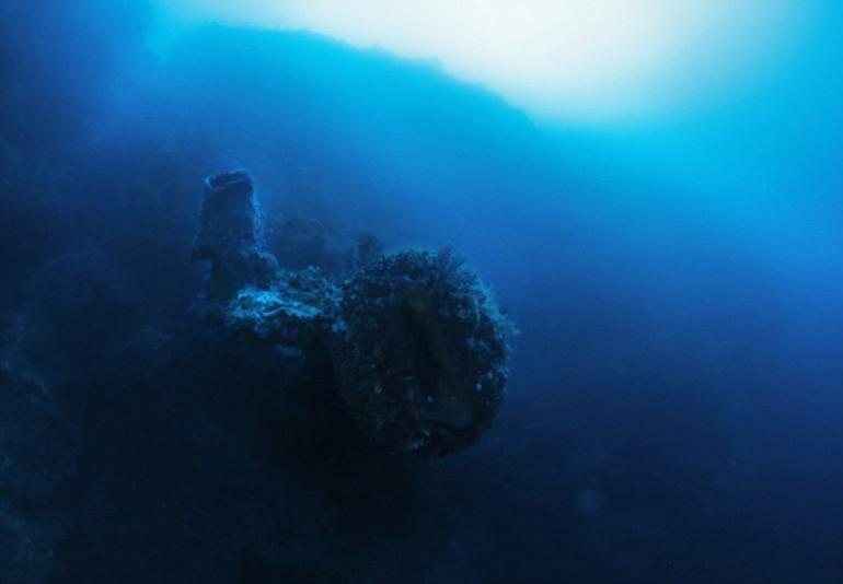 Ведущий с Discovery : Я нашел корабль пришельцев на дне Бермудского треугольника! Ему много сотен лет!