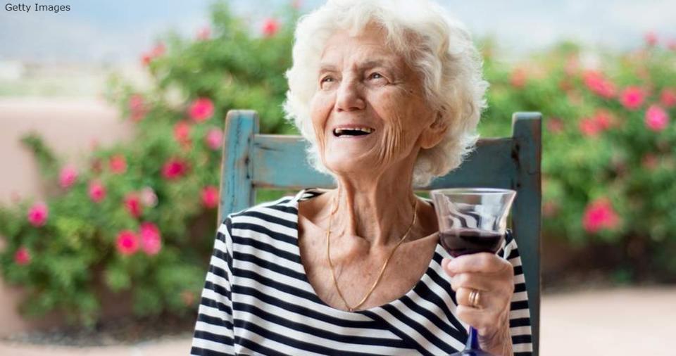 2 бокала пива или вина в день   лучший способ дожить до 90. Вот почему Так теперь говорят врачи.