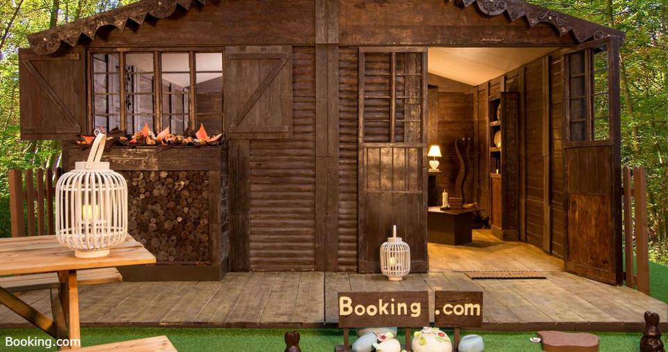 Теперь вы можете отдохнуть в отеле, целиком сделанном из шоколада. Интерьер   съедобный! Фантастика просто.