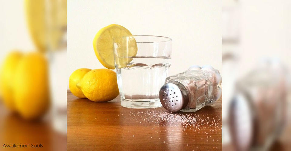 Лимонный сок с солью избавляет даже от мигрени. Подходит ли он вам? И никаких побочек!