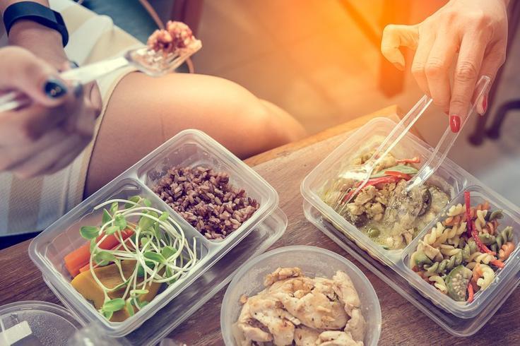 Пластик из посуды действительно попадает в еду! Вот насколько это опасно Читайте, если вам это ″не страшно″.