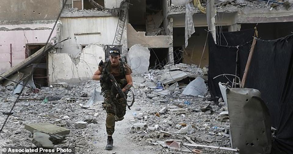 ИГИЛ захватил 700 заложников. Будут убивать по 10 человек в день Среди них европейцы и американцы.