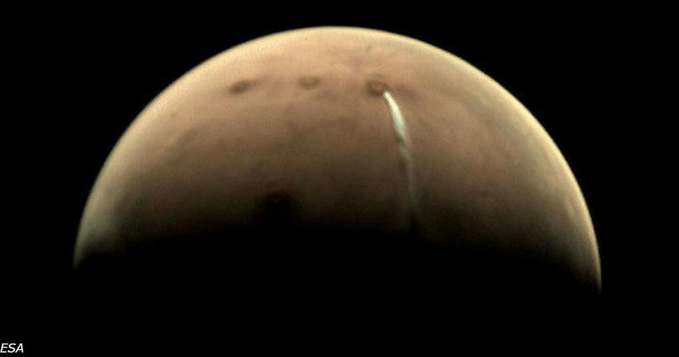 Появилось загадочное облако на Марсе. Наконец то ученые поняли, что это было Оно висит на Марсом уже третий месяц.