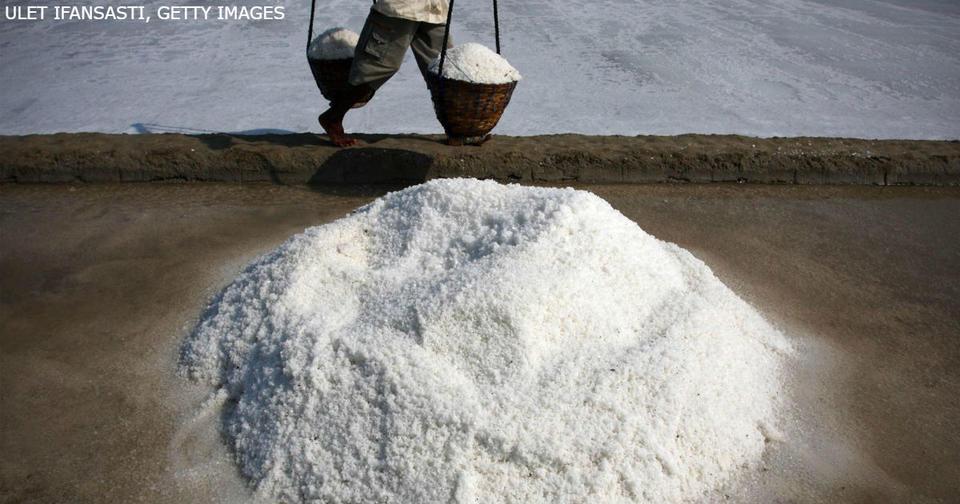 Никогда никогда не покупайте морскую соль! Последствия могут быть самыми ужасными... Не верьте: она уже давно не полезна!