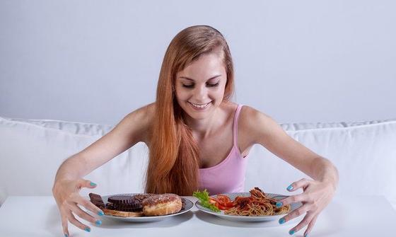 3 ошибки во время еды, из-за которых у вас изжога, запоры и понос Никогда их не совершайте.
